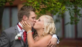 Teaser wedding couple kissing